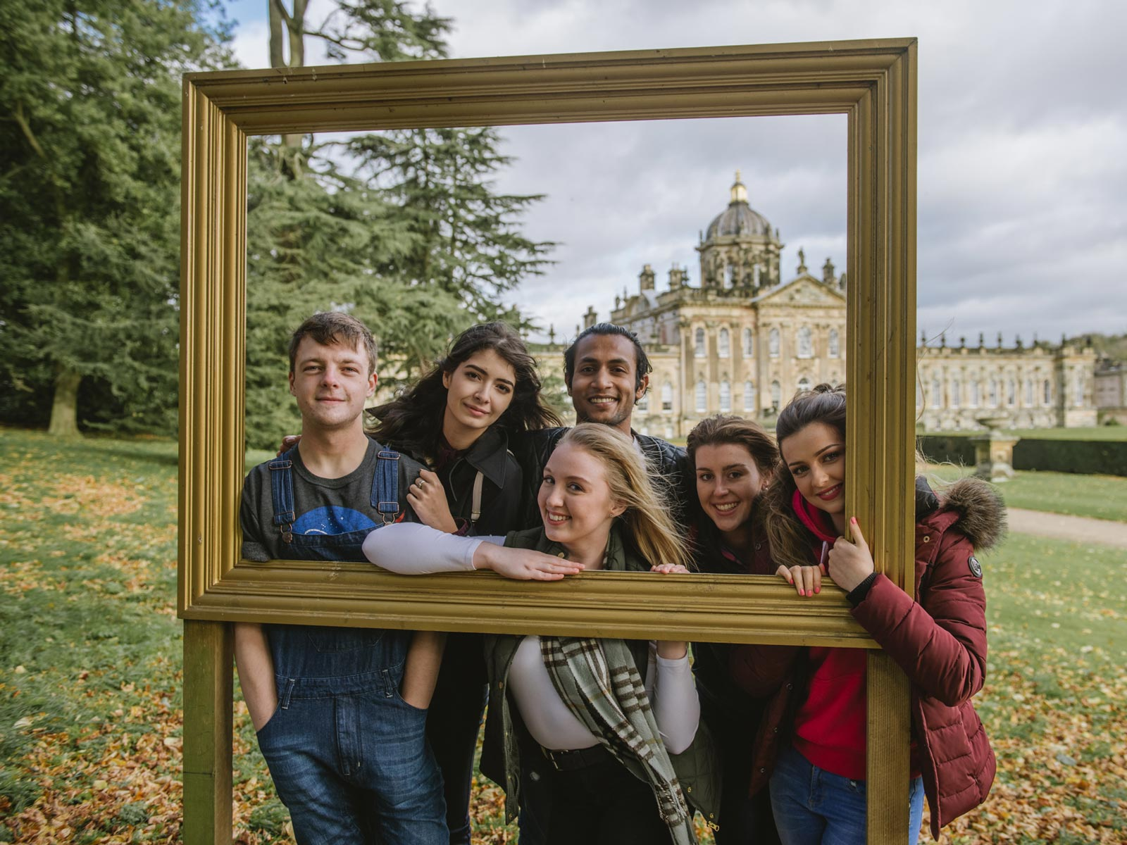 A group of 6 students in front of Castle Howard